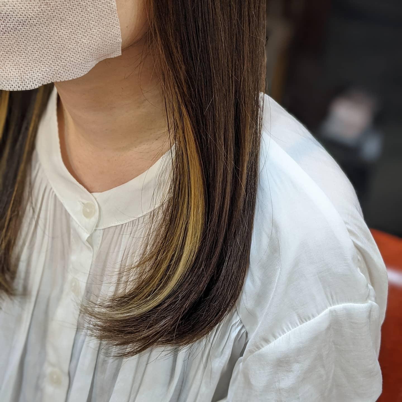 ミディアムヘアのインナーカラー